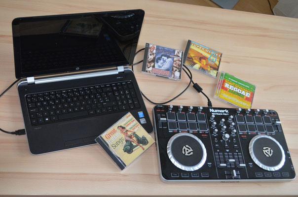 Songs werden vom Labtop abgerufen und über das Numark-Mischpult gesteuert.
