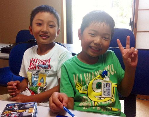 小学1年生の仲良しふたり。いつも楽しく勉強してます!