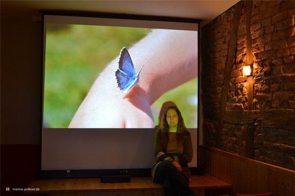"""Lesungsperformance """"Zwischen Smartphones und Schmetterlingen"""" im Rahmen der Aktionswochen Wuppertals urbane Gärten (AWUG) zum Thema (G)Artenvielfalt am 26. April 2018. (Foto: Kulturort """"Die arme Poetin"""")"""