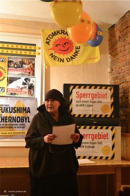 """""""Lesung gegen Atomkraft"""" anlässlich 30 Jahren Tschernobyl und 5 Jahren Fukushima am 10. März 2016 mit Autorin Ingrid Stracke. (Foto: Kulturort """"Die arme Poetin"""")"""