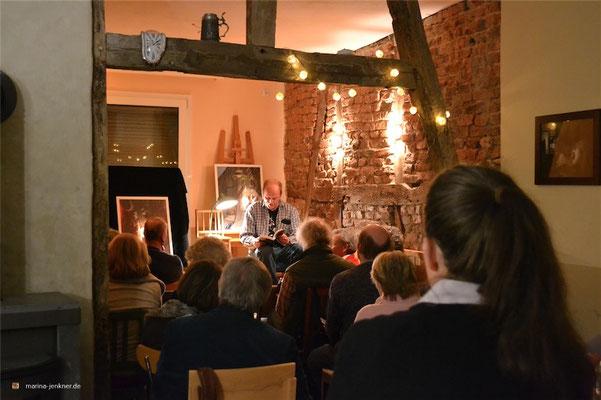 """Lesung zur Anthologie """"Paternoster - Vom Auf und Ab des Lebens"""" am 28. Januar 2016 mit Herausgeber und Autor Christian Oelemann. (Foto: Kulturort """"Die arme Poetin"""")"""