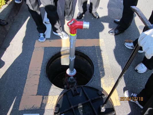 消火活動訓練中継(消火栓からポンプ車へ給水)1