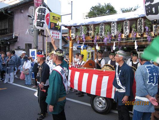 浦和パレード 神輿にお囃子奉納