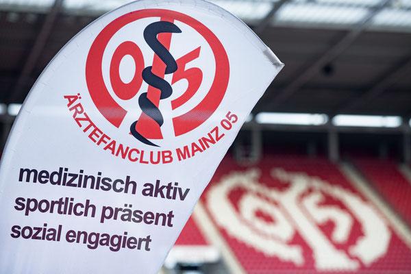 MEWA Arena 2021 - Ärztefanclub in Impf-Ääkschen
