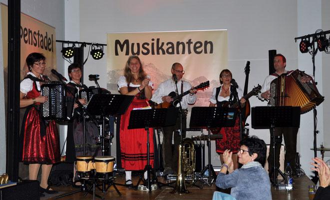 Tanz mit Alpenstadl Musikanten