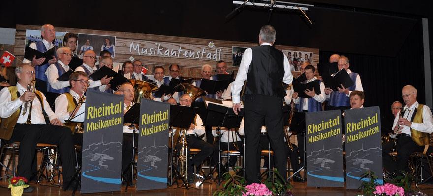 Männerchor Marbach und Rheintal-Musikanten gemeinsam
