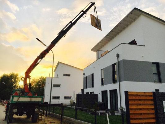 Hubarbeiten mit unserem Unimog, effektive Reichweite 18m bei 350kg