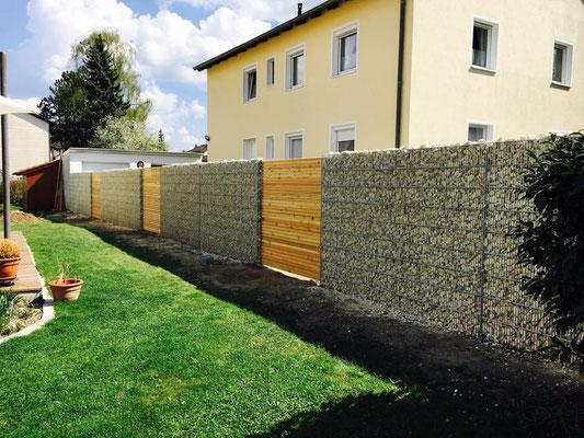 Gabionen- Holzsichtschutz Kobination