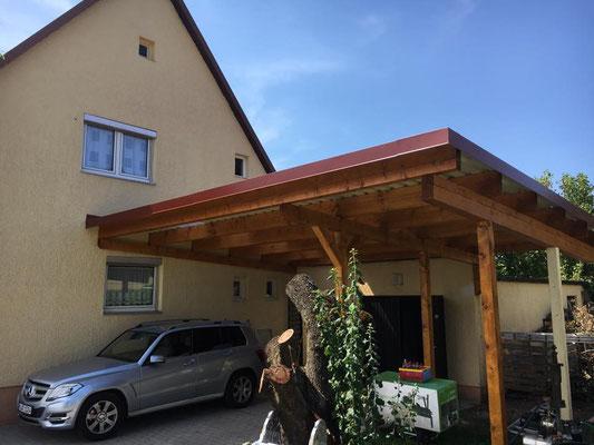 Carport vom Kunden gestrichen und wir haben das Trapezblech montiert - fertig.