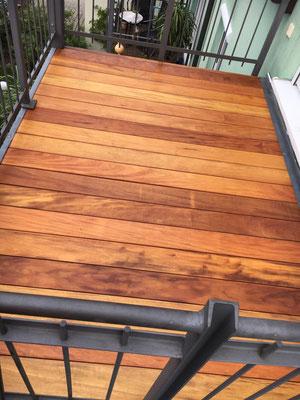 Balkon neu belegt. Garapa Terrassendielen, geölt.