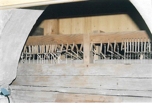 25 Abstrakten zwischen Wellenbrett und Winkel, durch Marder zerbrochen, Dez. 1999