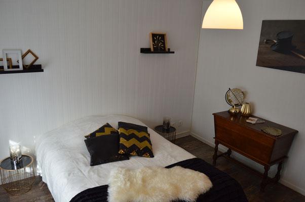 Noir, blanc et or, les couleurs de la chambre Rimbaud