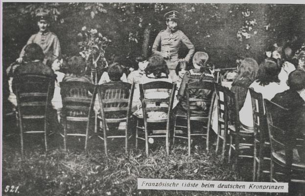 Le Kronprinz, pendant la première guerre, habitait à Stenay et invitait les enfants à des goûters