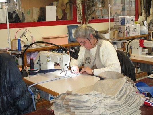 Un travail minutieux des couturières du chantier d'insertion Etoffe Meuse de Stenay
