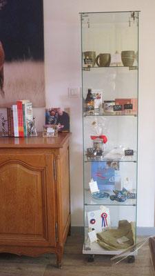 Une vitrine magique avec moult produits du terroir