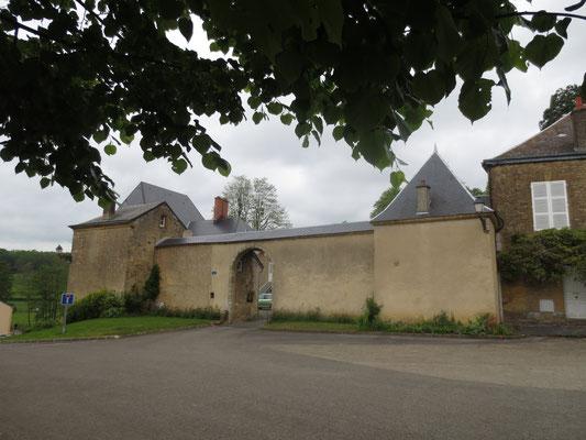 Les châteaux et autres bâtiments fortifiés émaillent le paysage