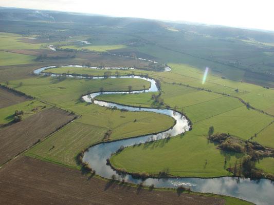Les méandres de la Meuse sèment des paysages à nuls autres pareils