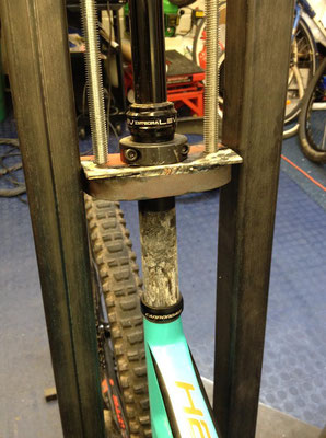 Removing a seized dropper seat post from a carbon frame
