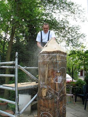 Arbeitshilfe an der Holzplastik , 2010
