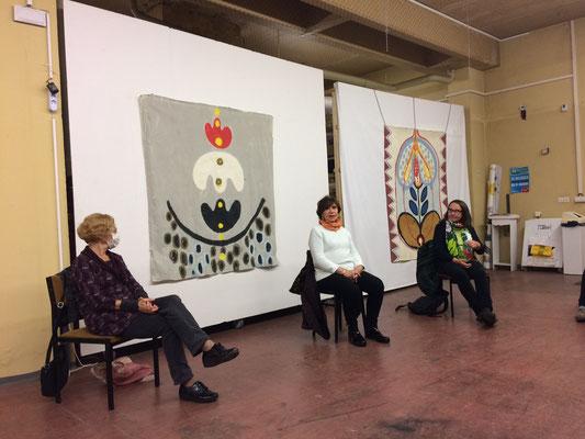 Systemaufstellung zu Weiblichkeit und Kunst, 2020, mitwirkende Frauen und HELFER-Bilder an den Wänden von M.M.Nowak, Studio FLEXUS im KEP
