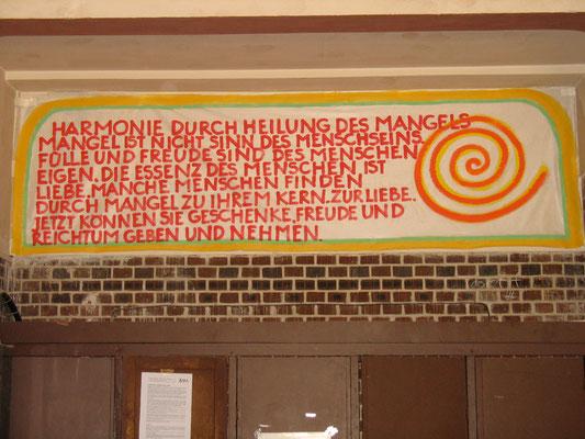 Wandgestaltung mit Text (Exzerpt) von A. Söller und Dr. D. von Stumpfeldt