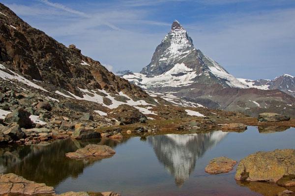 Das Matterhorn speigelt sich im Riffelsee 2757m ü. M
