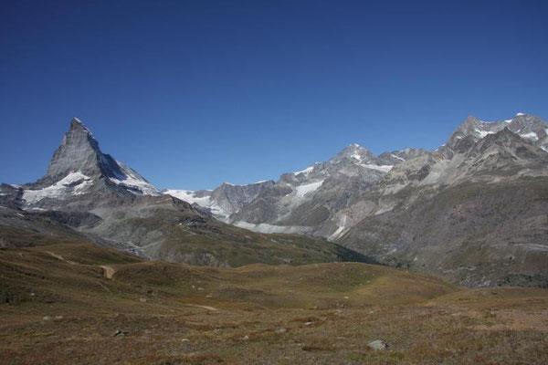 Matterhorn 4478m mit Zinalrothorn 4221m und Weisshorn 4505m