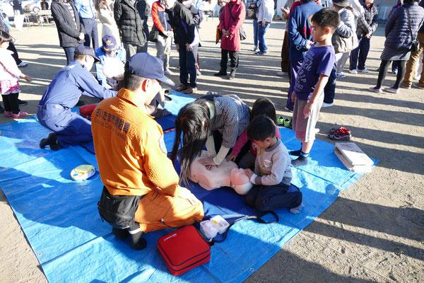 四谷一丁目町会では毎年春に救急救命講習会を実施してます。