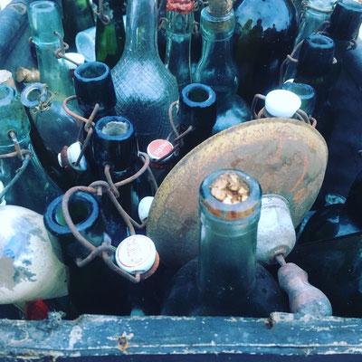 Alte Glasflaschen mit Bügelverschluß