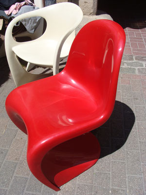 Verner Pantheon Chair in Rot.