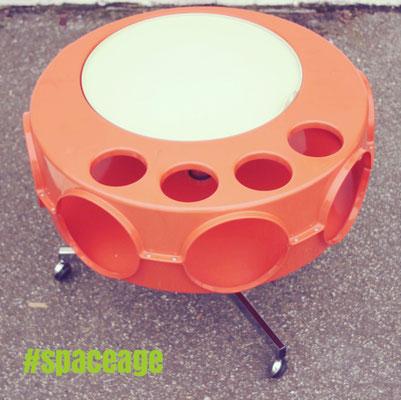 Space Age Tisch