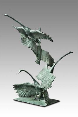 Willemien Fransen Uitvliegende Zwanen / flying Swans 76 x 45 cm Brons / Bronze