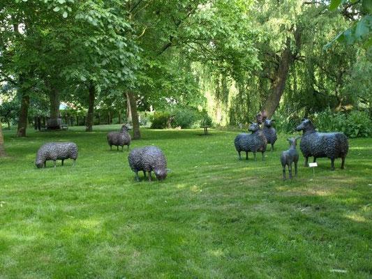 Bronze sheep by Tineke Nusink