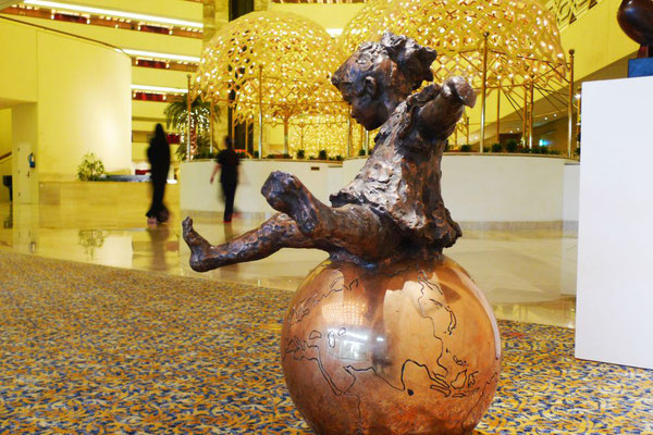 Girl on top of the World, Bronze, Girl: 70 x 90 cm, Globe: 60 cm, price on request