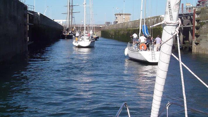 Schleusenmanöver in Saint Malo