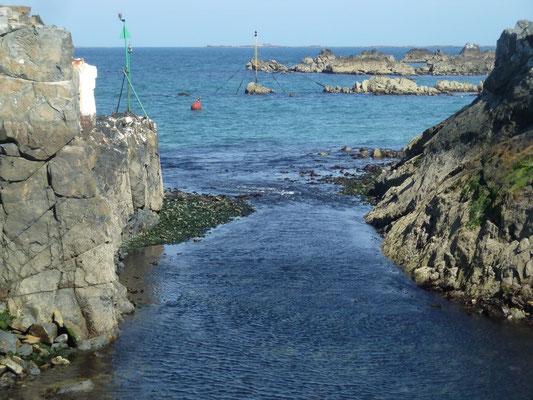 Einfahrt Beaucette Marina