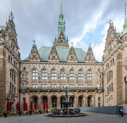 Hamburg; Innenhof Rathaus