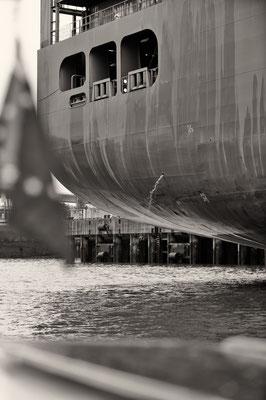 """""""Schweiß"""" der Seeleute Hafen Hamburg s/w"""