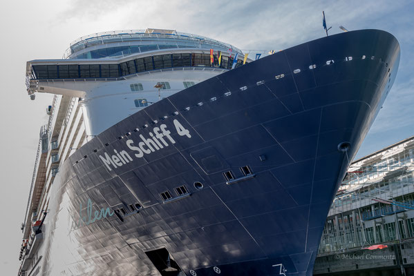 """Mein Schiff 4"" am Hamburg Cruise Center Altona"