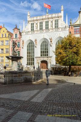 Der Artushof mit Neptun Brunnen in Gdansk / Danzig