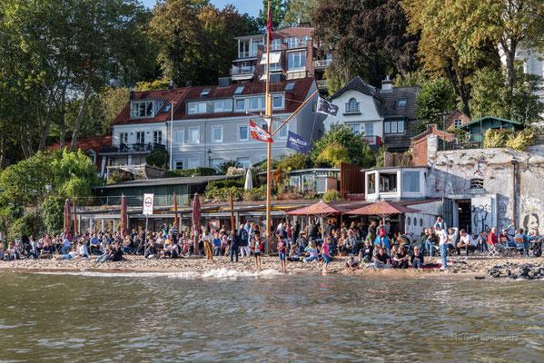 """Die """"Strandperle"""" - der Treffpunkt an der Elbe in Höhe Othmarschen."""