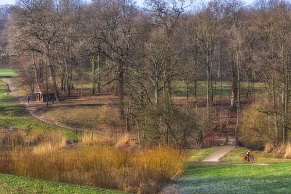 Radfahrer im Jenischpark Hamburg