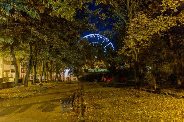 Ein kleiner Park in Gdansk / Danzig mit Riesenrad