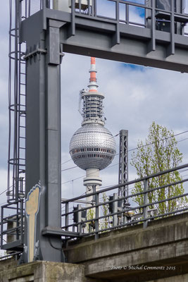 Fernsehturm Berlin Mitte vom Monbijoupark aus fotografiert