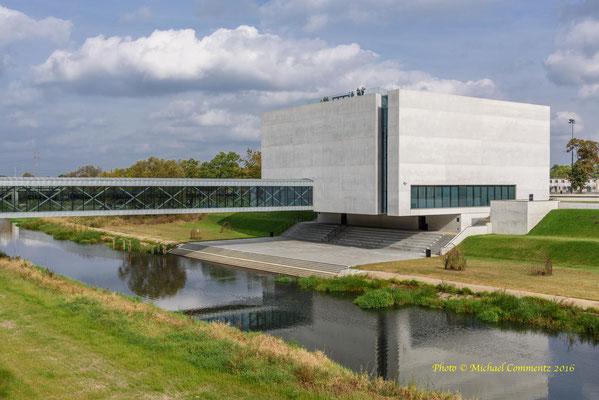 Das moderne, archäologische Museum mit Zugang zu den ältesten, unterirdischen Gemäuern der Dominsel in Poznan / Posen.