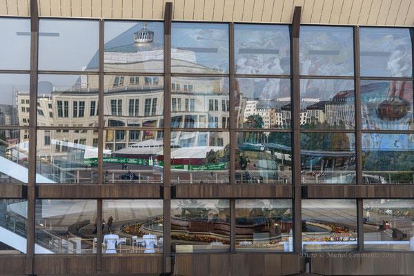 Spiegelung der Leipziger Oper im Gewandhaus