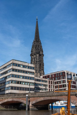Die Nikolaikirche vom Zollkanal