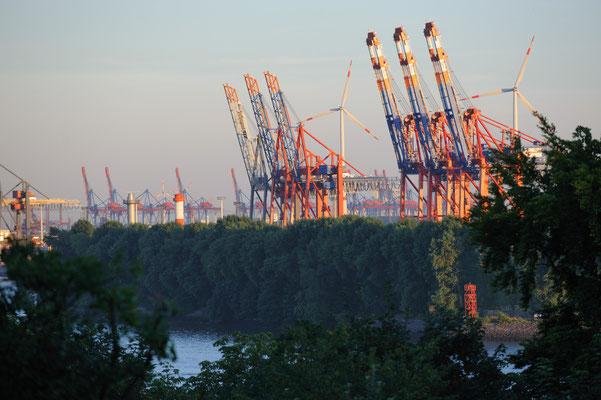 Blick von der Elbchaussee zum Containerterminal