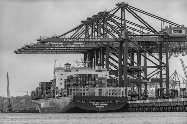 Containerterminal Buchardkai Hamburg s/w