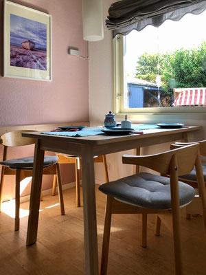 sonniger Frühstücksplatz in der Küche